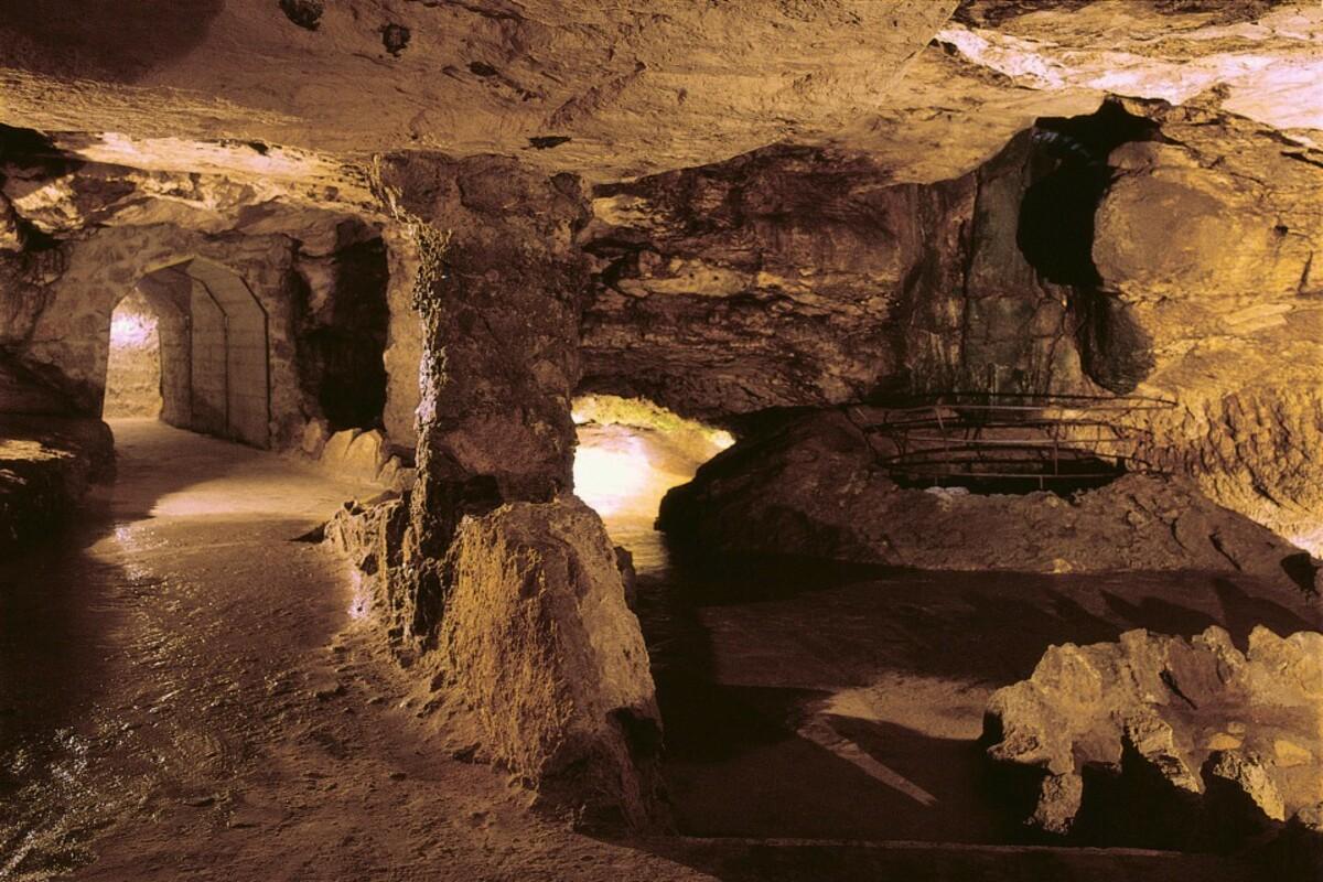 Бойницкая замковая пещера
