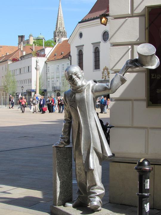 Памятник Красавчику Наци