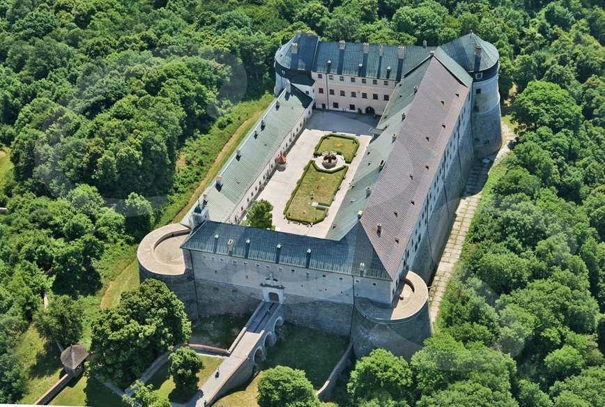 Замок Червени камень (Красный камень)