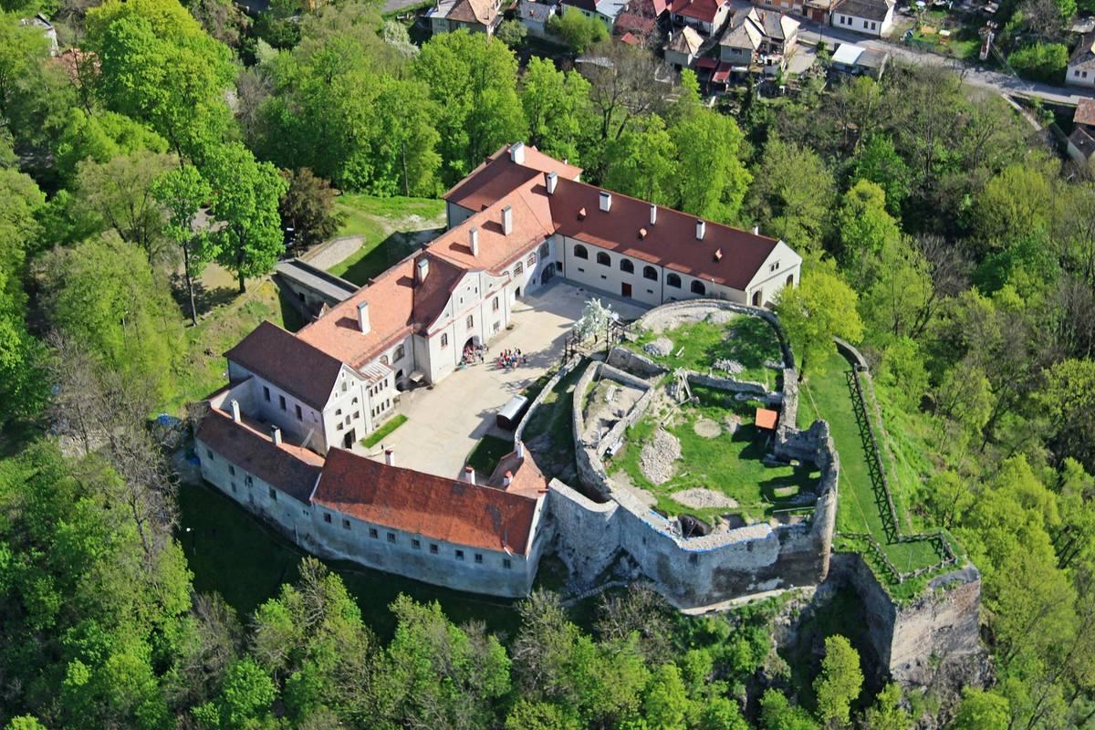 Замок Модри Камень